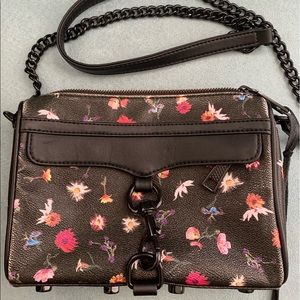 Rebecca Minkoff crossbody. In good condition.